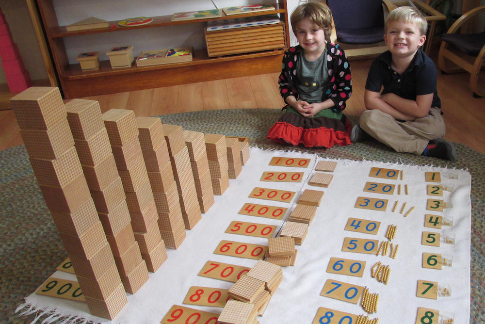 kids-playing-blocks